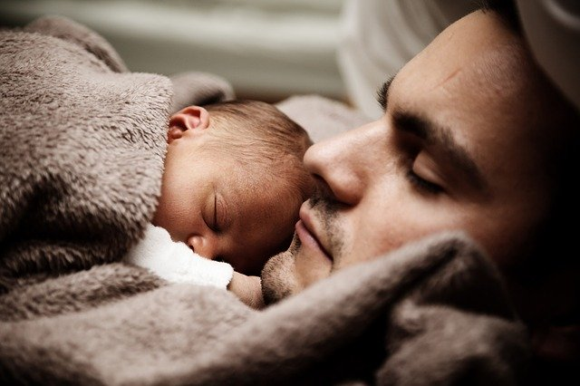 Vater Neugeborenes